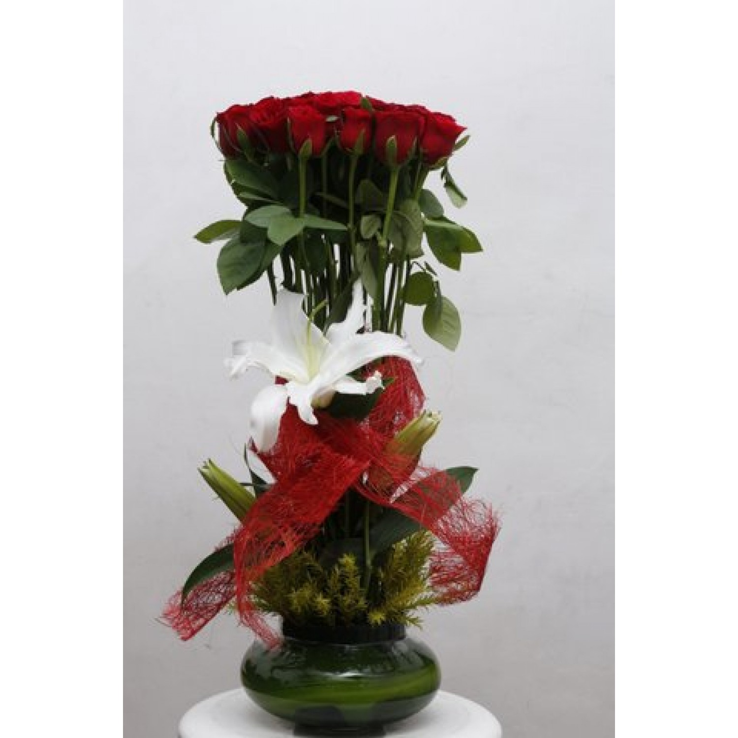 Designer Arrangement With 30 Pcs Red Roses And 1 Pcs White Lily